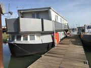 Superb Static Houseboat - Bobby's Girl