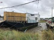 Unusual Houseboat - Ethermont